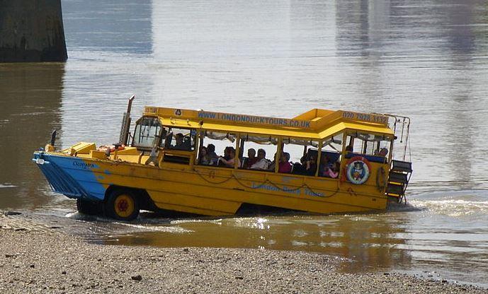 اتوبوس گردشگری عجیب در شهر لندن (عکس)